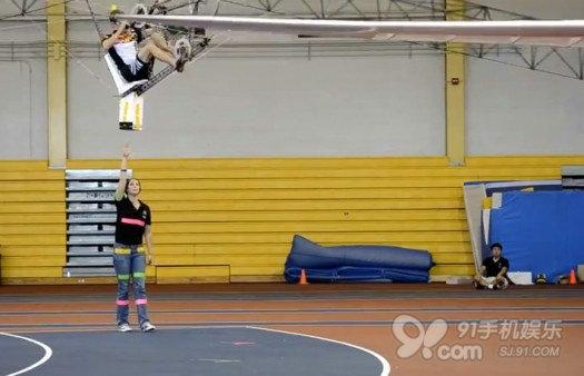 人力脚踏直升飞机可悬空三米
