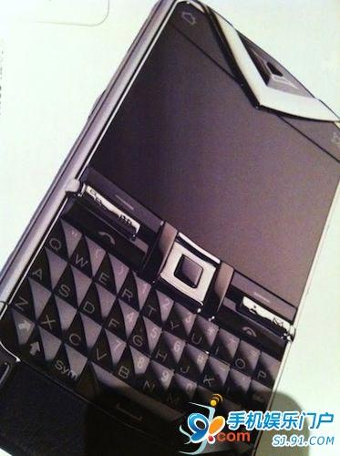 诺基亚Vertu奢侈新机QWERTY全键盘