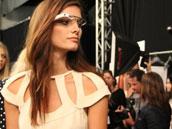 谷歌眼镜支持Wi-Fi/蓝牙4.0/骨传导声音
